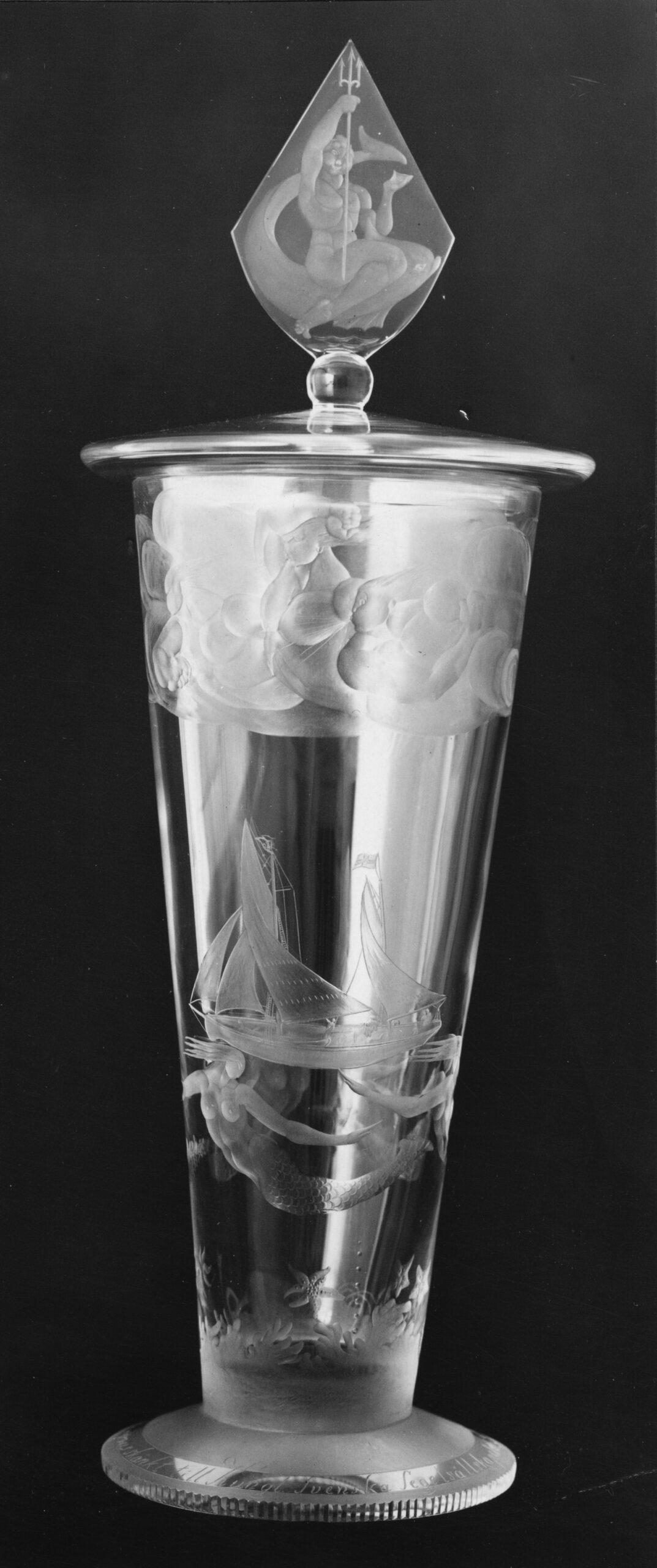 Fidrapokalen instiftad 1924 för seglingar med 75 kvm skärgårdskryssare. Fotografiet återgivet (med pokalen frilagd) bland försättsplanscherna i KSSS årsbok 1926.