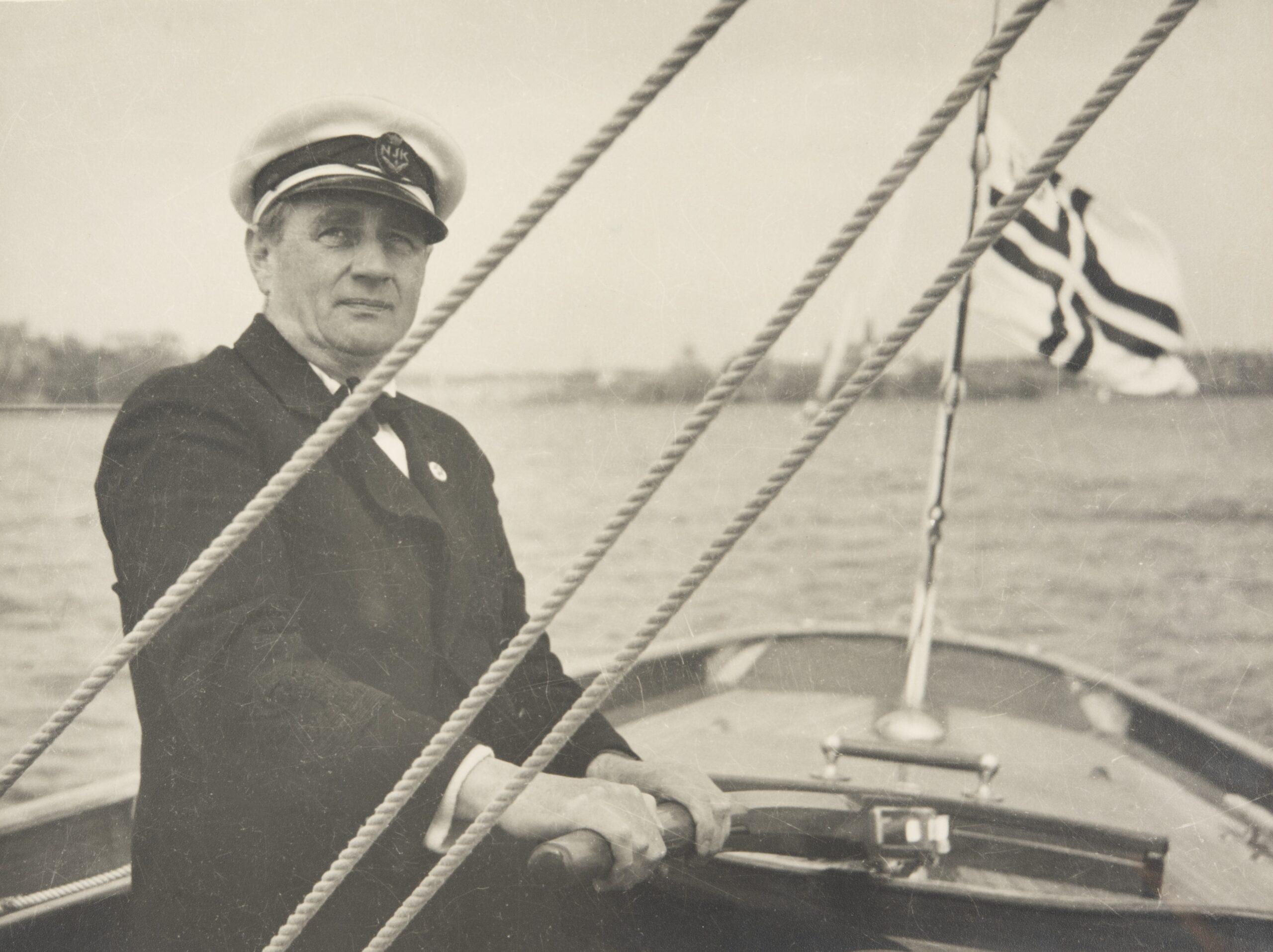 Henrik Ramsay till rors på sin kära Regina någon gång under senare delen av 1940-talet. Foto Foto ©Helsingfors stadsmuseum