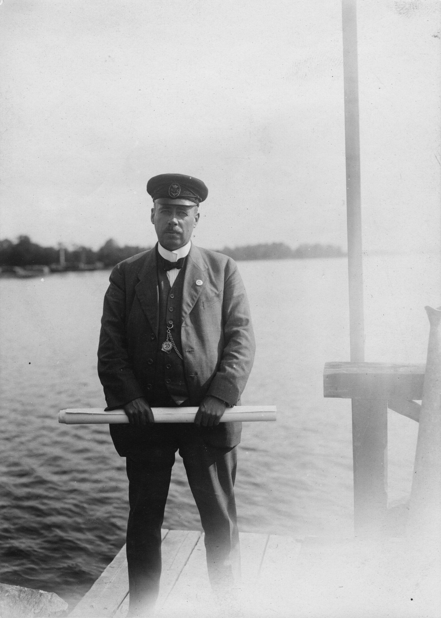 Gustaf Estlander båtens konstruktör och premiärseglare. @Sjöhistoriska Museet